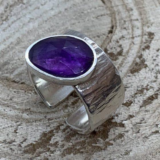 anillo pieza unica plata y onix lila